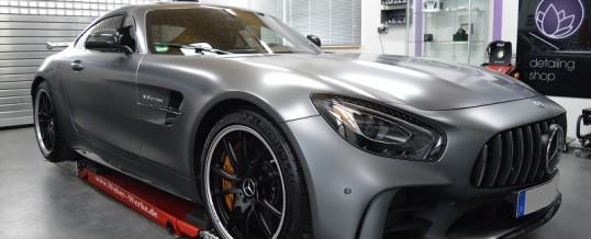 Keramische Beschichtung bei einem Mercedes GTR mit Mattlack